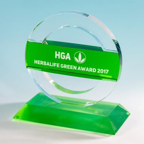 Награда с вставкой из зелёного стекла на подставке