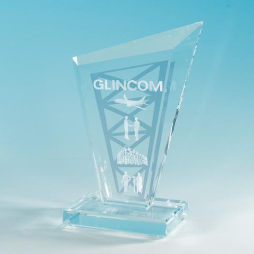 Наградная статуэтка из стекла с лазерной гравировкой
